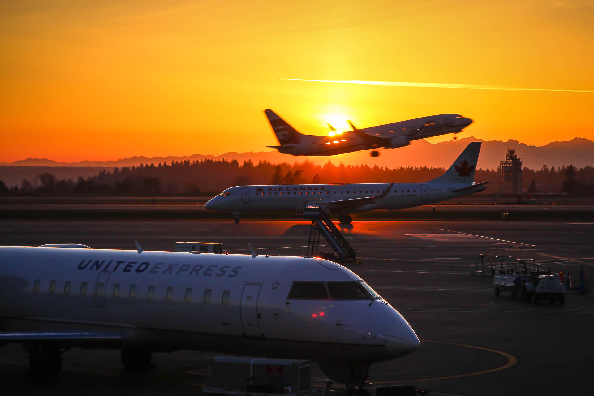 Alaska Airlines 737 Takeoff Sunset