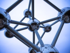 Atomium looking up in blue